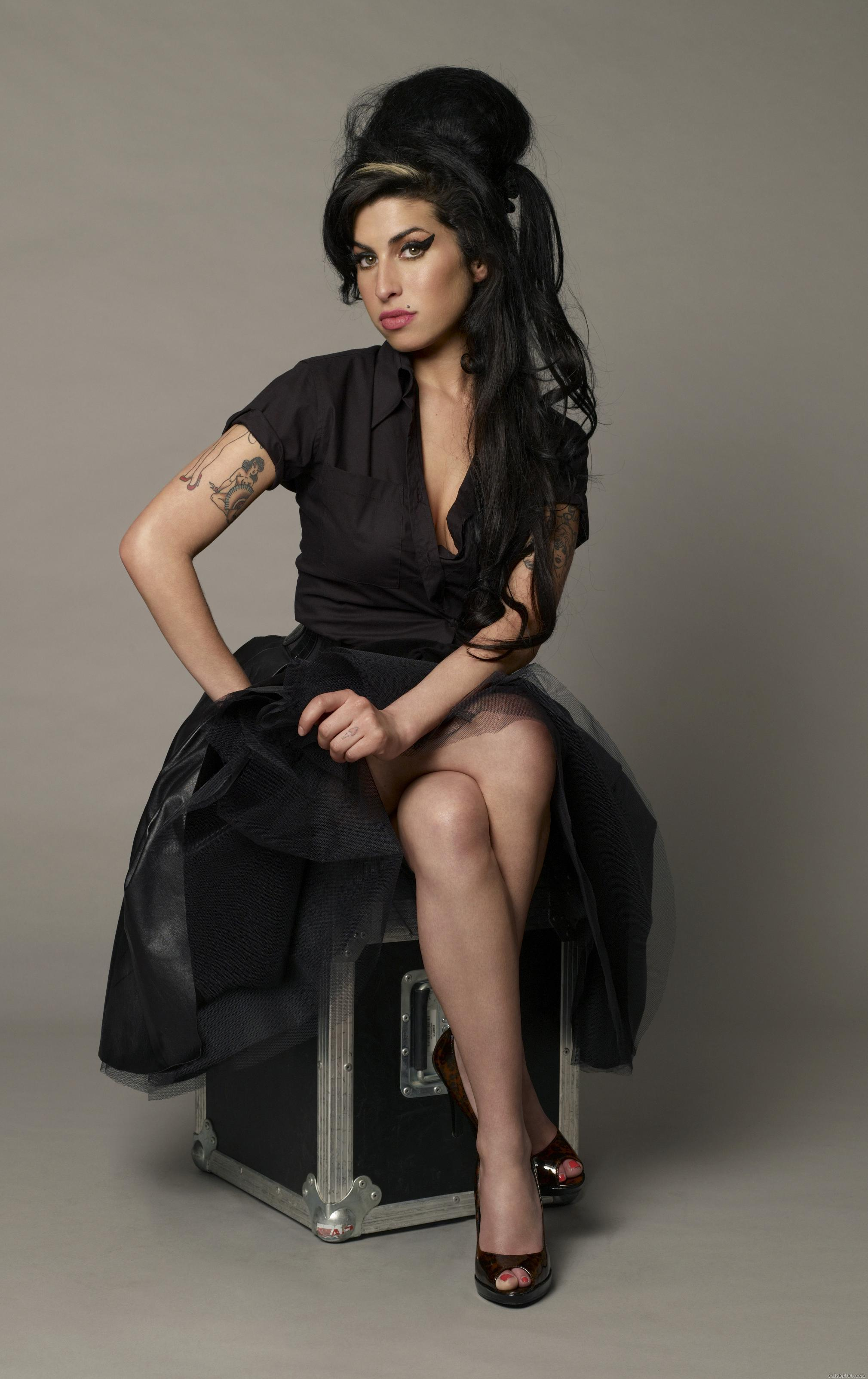 http://www.celebs101.com/gallery/Amy_Winehouse/204437/Amy_Winehouse_11.jpg