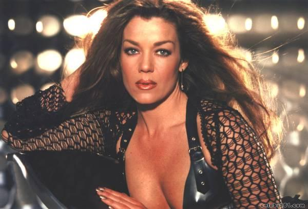 Claudia Christian - Wallpaper Gallery