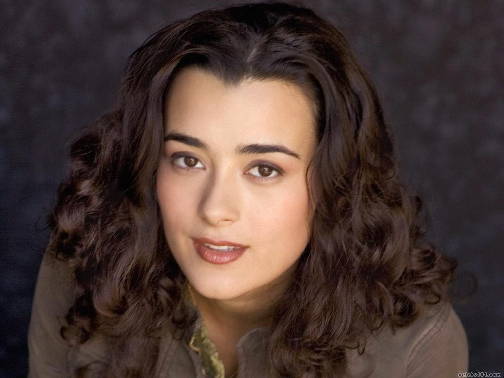 Cote De Pablo - Photo Set