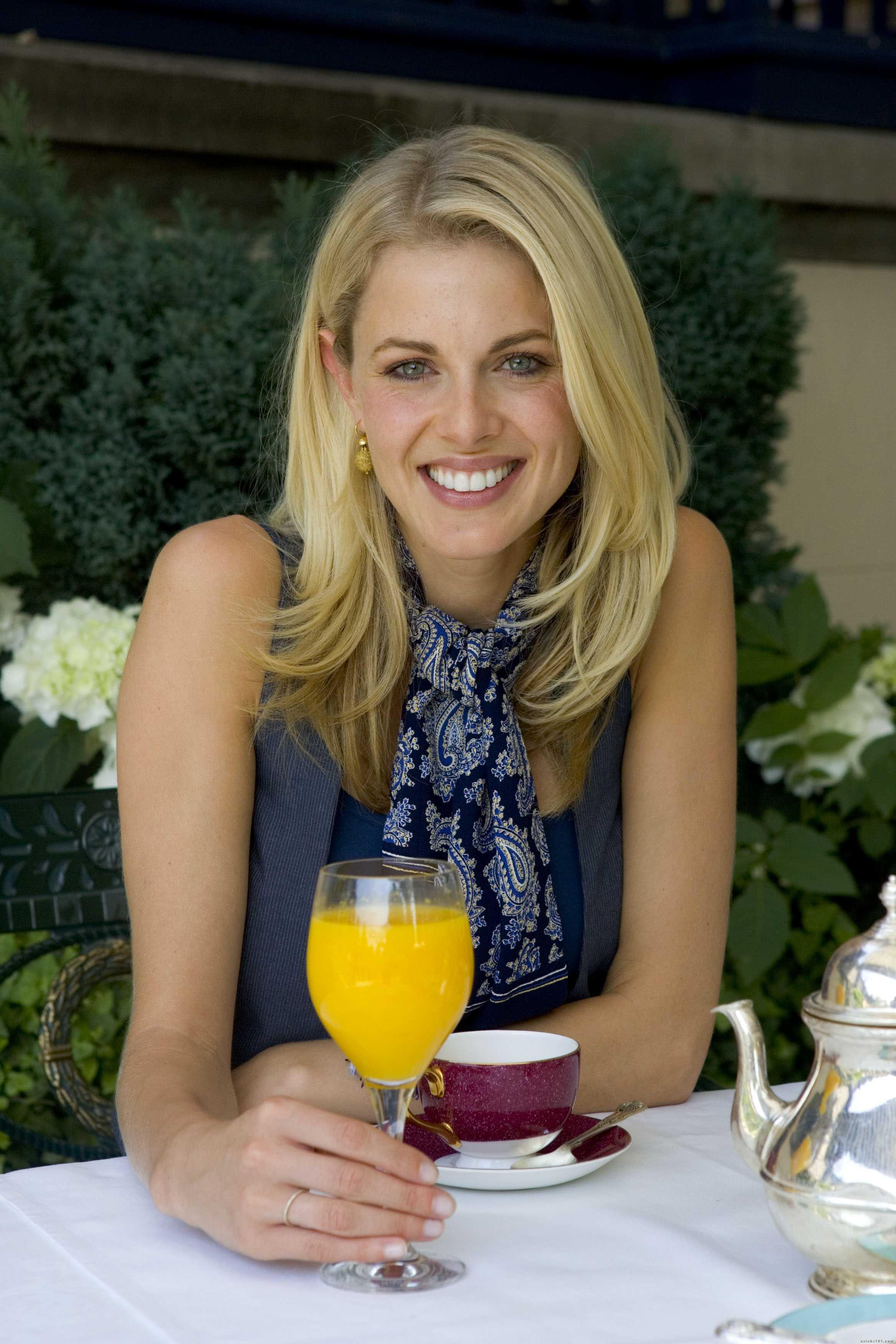 Donna Air - New Photos