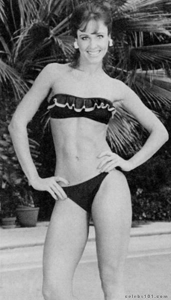 Bikini beach boobs