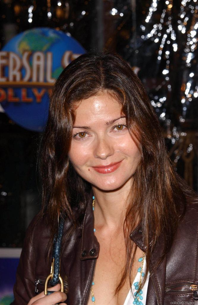 http://www.celebs101.com/gallery/Jill_Hennessy/257988/Jill_Hennessy_Picture.jpg