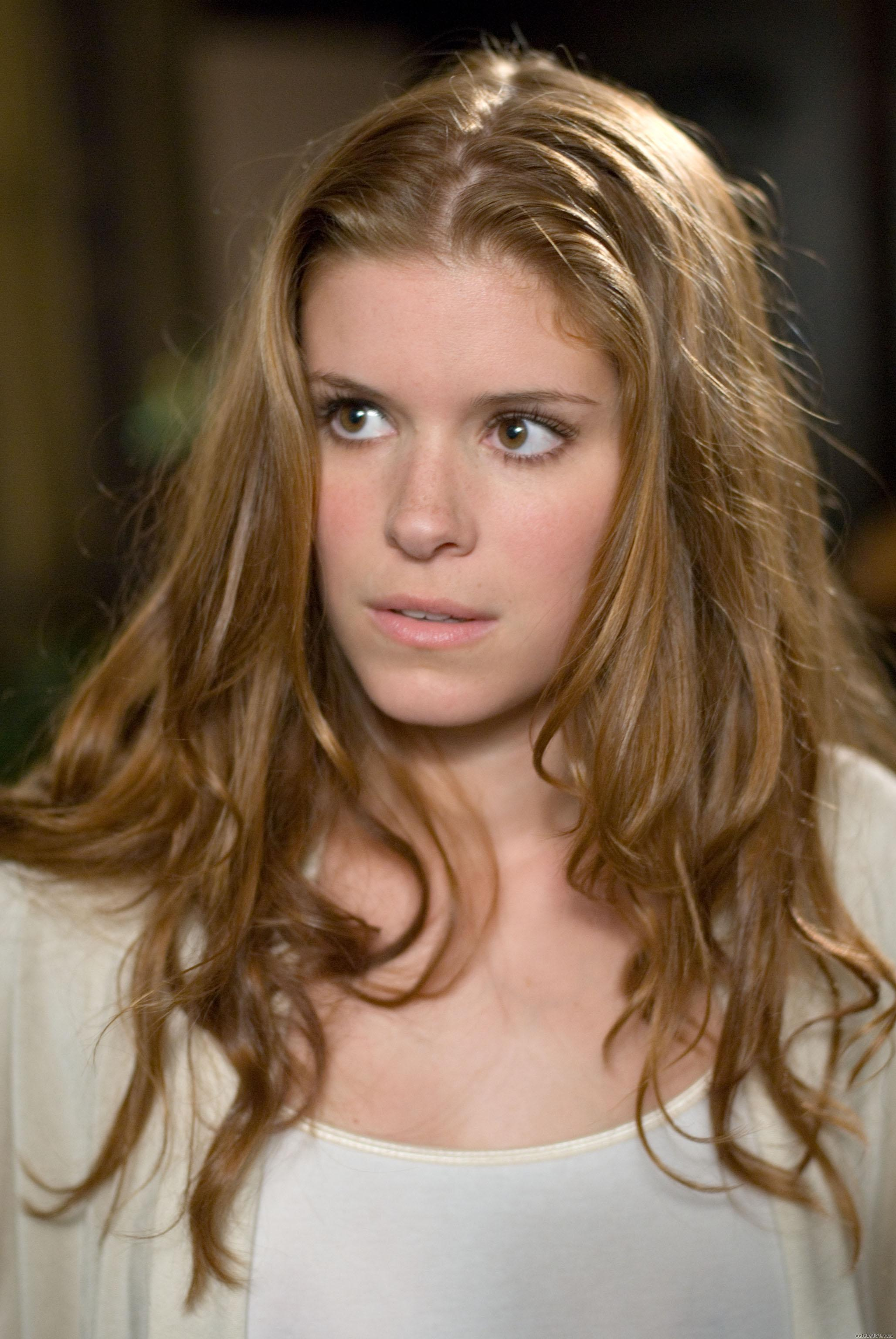 Kate Mara wearing her hair in