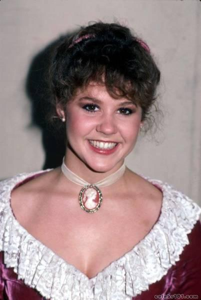 davalos-twins-linda-blair-young-pussy-nude-ass