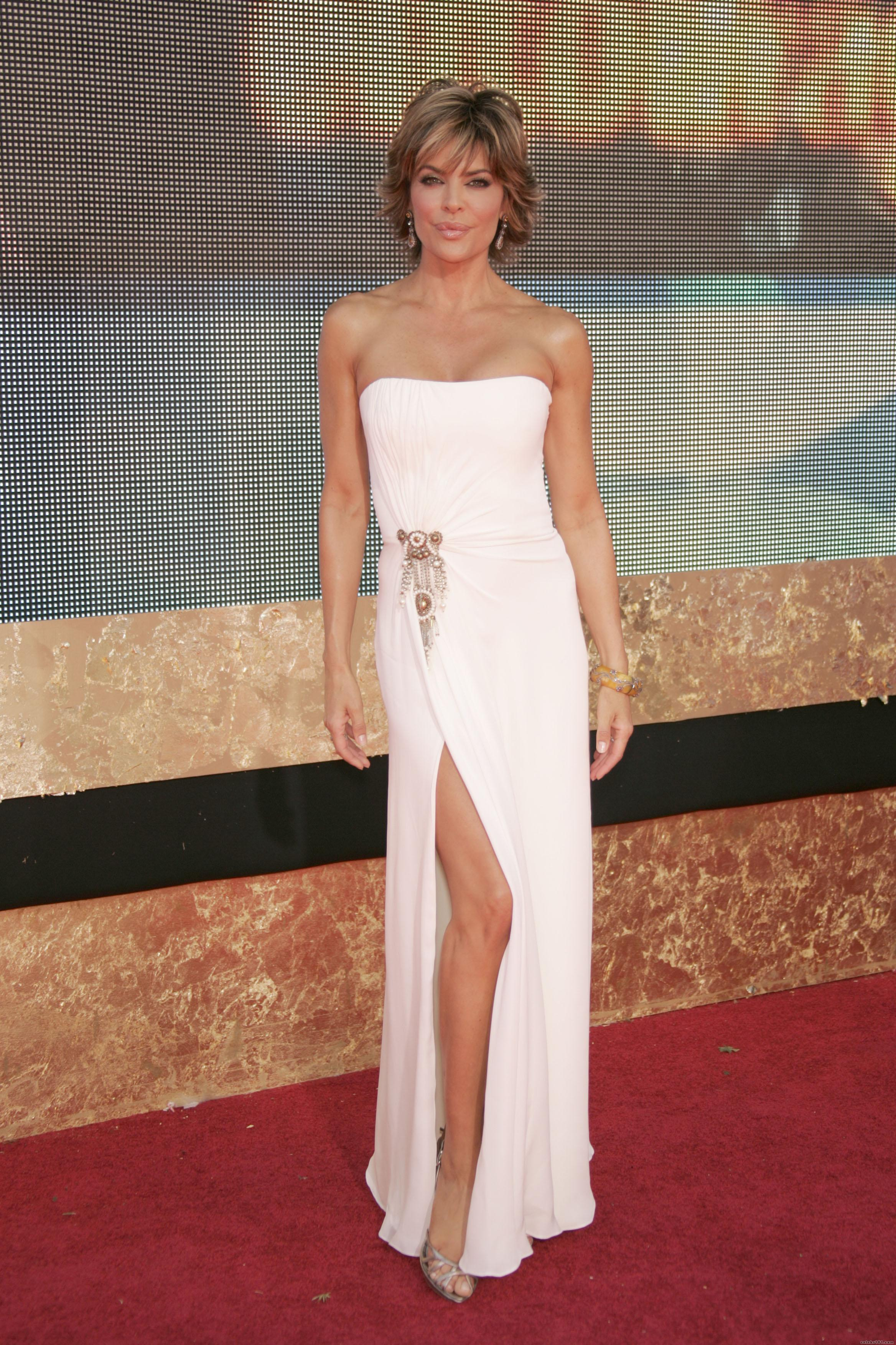 http://www.celebs101.com/gallery/Lisa_Rinna/185627/01160_Lisa_Rinna_59th_Emmy_Awards_933_123_33lo.jpg