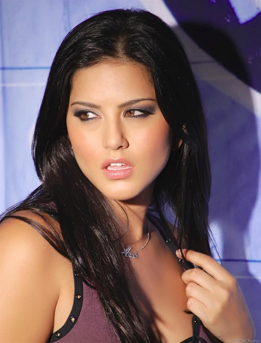 http://www.celebs101.com/gallery/Sunny_Leone/239321/Sunny_Leone_Picture.jpg
