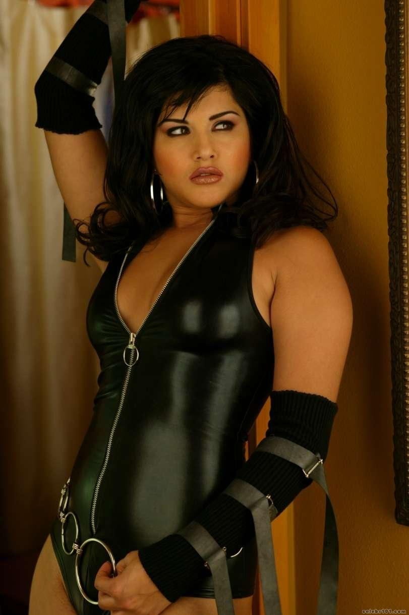 http://www.celebs101.com/gallery/Sunny_Leone/239635/Sunny_Leone_Picture.jpg