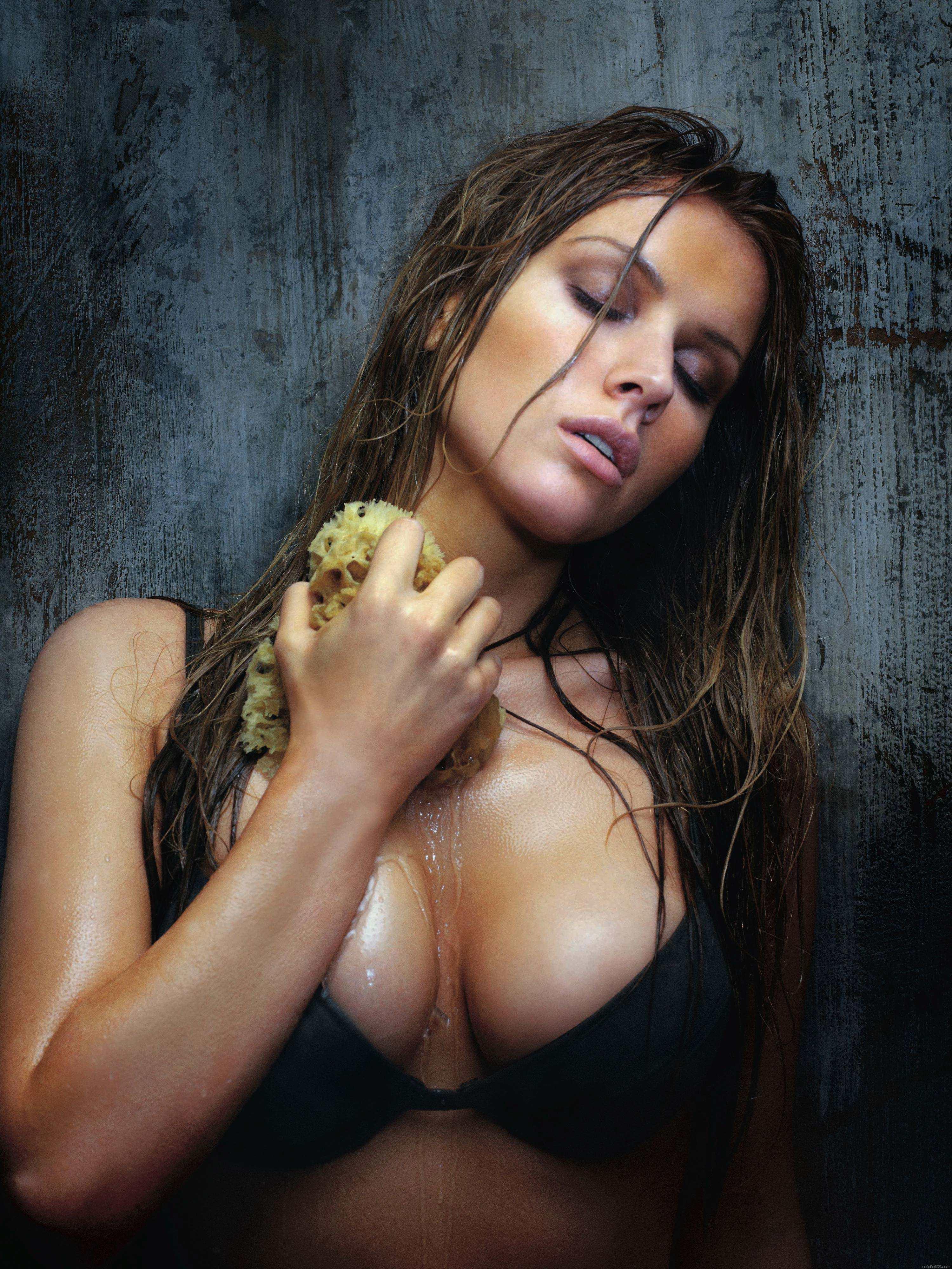 Tiffany Mulheron Nude Photos 27