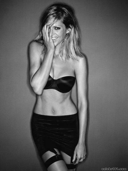 tricia helfer photo 5