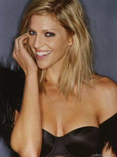 tricia helfer photo 8