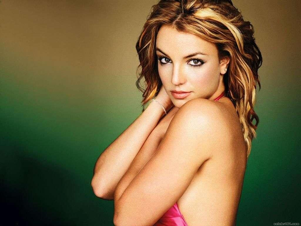 http://www.celebs101.com/wallpapers/Britney_Spears/113292/britney_spears_wallpaper_86.jpg