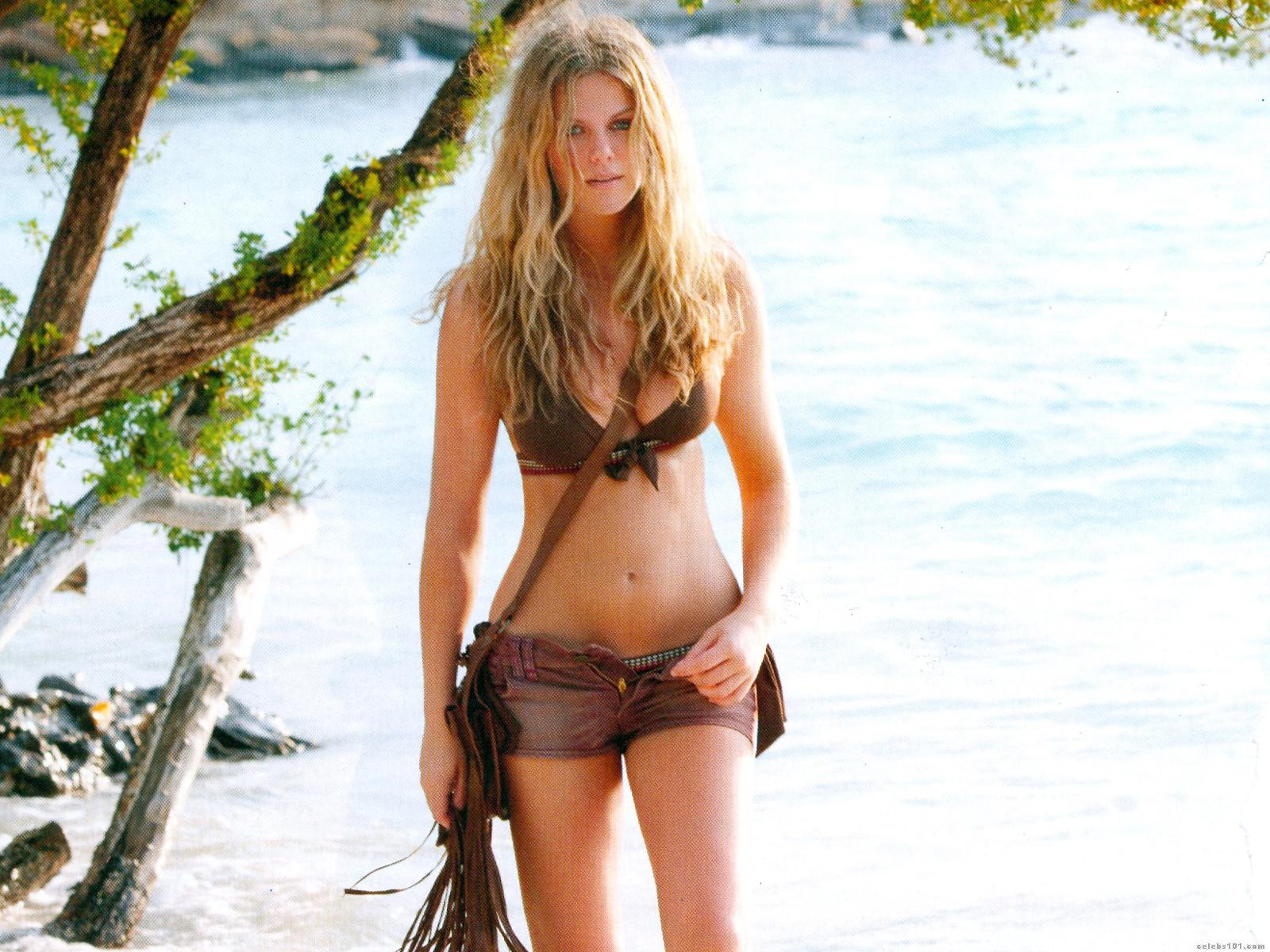 http://www.celebs101.com/wallpapers/Brooklyn_Decker/229008/Brooklyn_Decker_Wallpaper.jpg