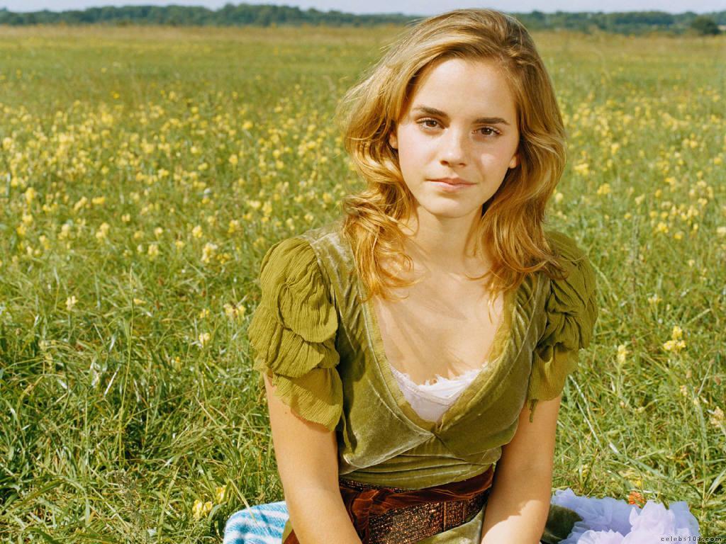 http://www.celebs101.com/wallpapers/Emma_Watson/151263/Emma_Watson_023.jpg