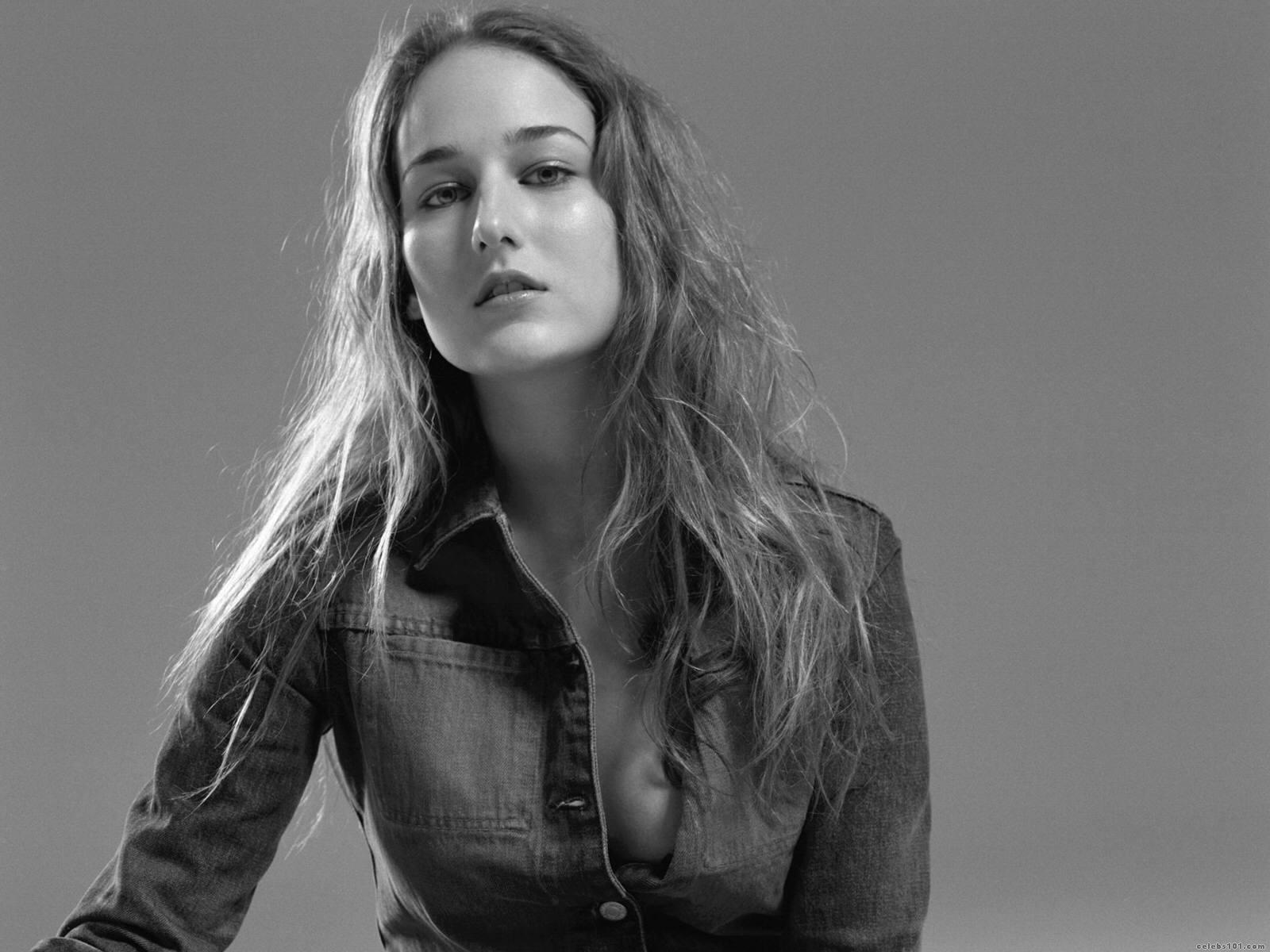 Leelee Sobieski - Wallpaper Actress