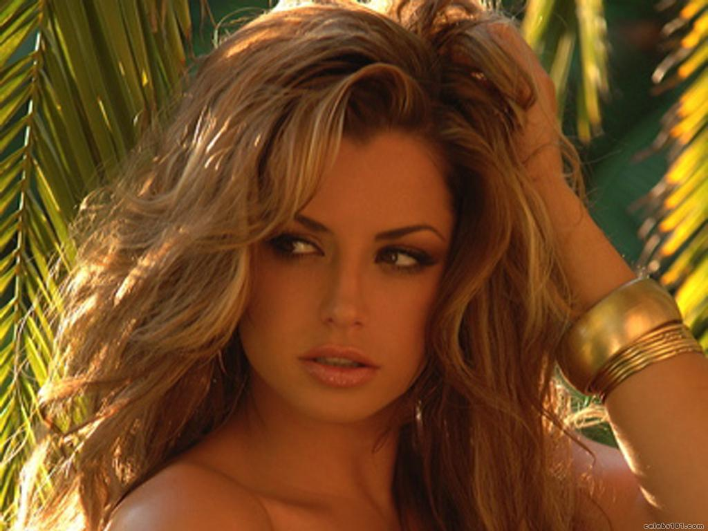 Classify English Glamour Model Louise Glover