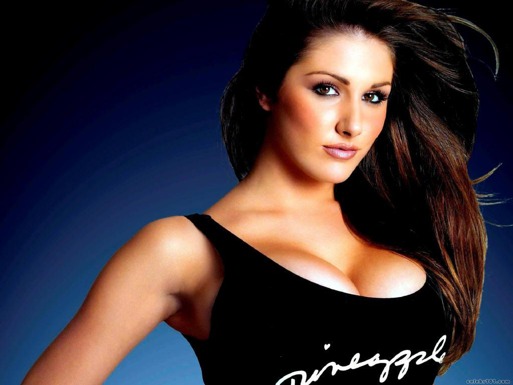 http://www.celebs101.com/wallpapers/Lucy_Pinder/201641/Lucy_Pinder_157.jpg