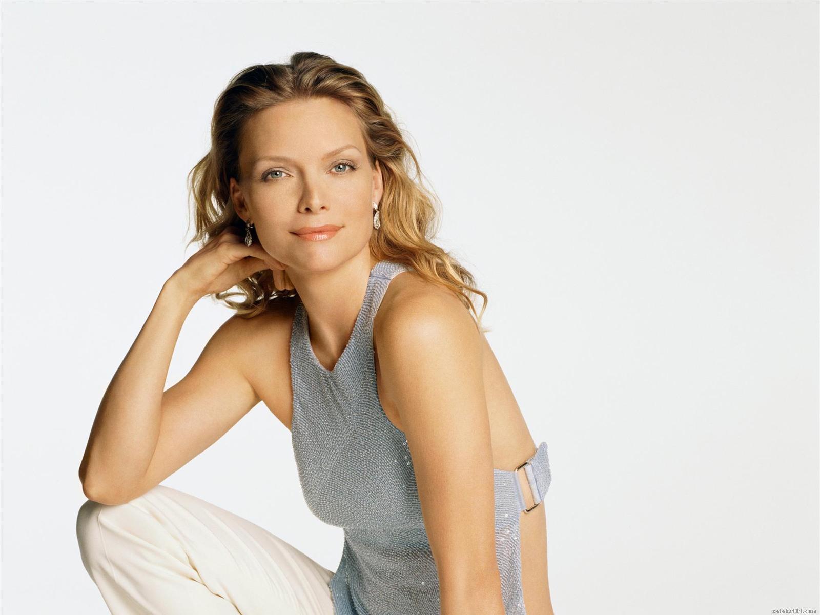Michelle Pfeiffer - HD Wallpapers