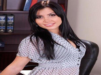 Rebeca Lineares