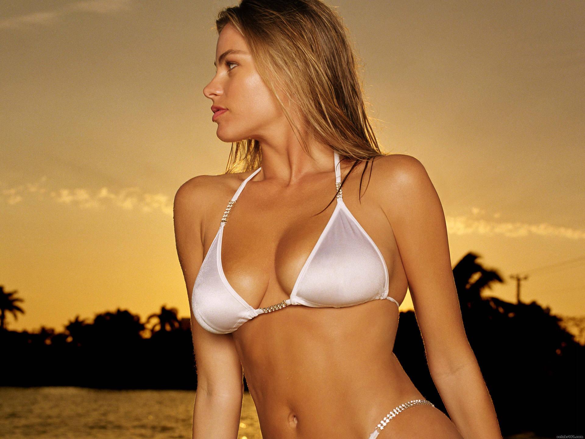 Фото девушек в белых купальниках 10 фотография