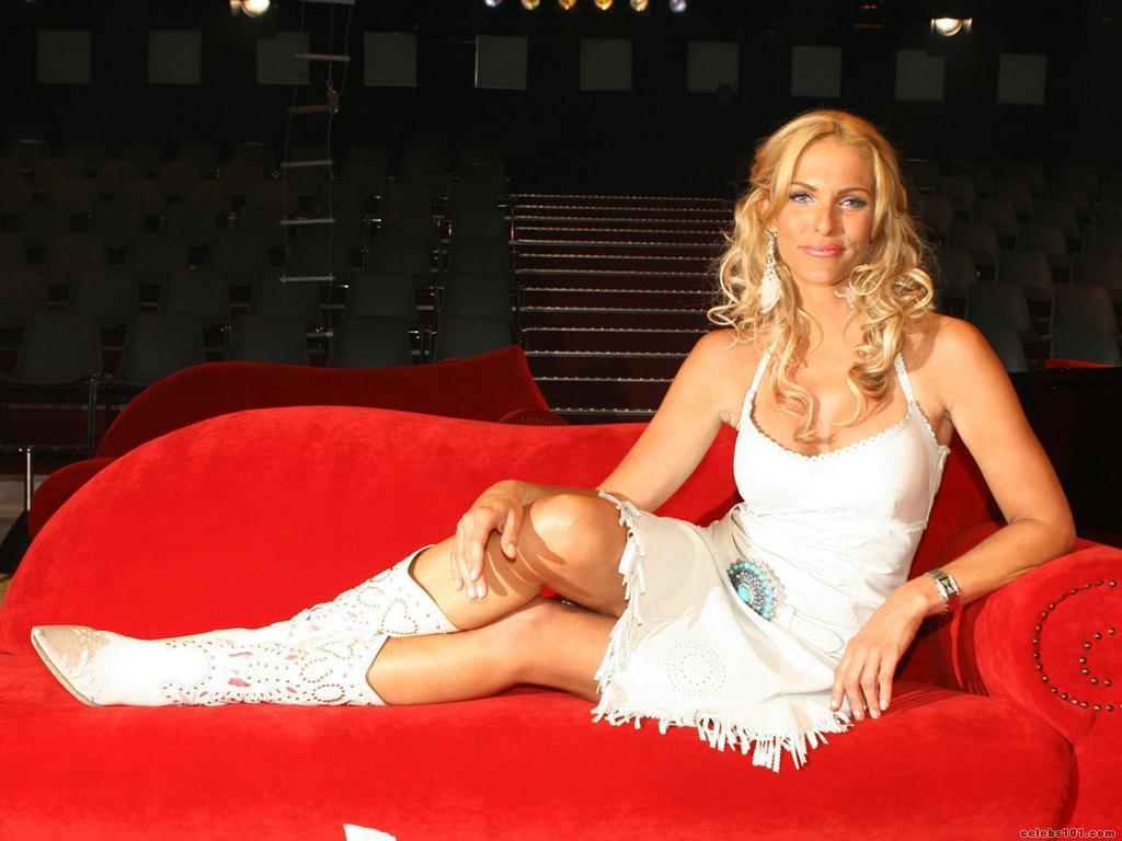 http://www.celebs101.com/wallpapers/Sonya_Kraus/231288/Sonya_Kraus_Wallpaper.jpg