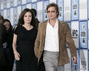 Jolie sees benefit in US surge in Iraq