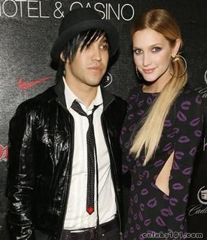 Ashlee Simpson, Pete Wentz engaged