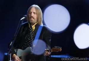Tom Petty offers $7,500 reward for stolen guitars