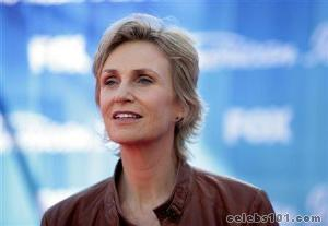 Jane Lynch praises Obama on gay rights in campaign ad