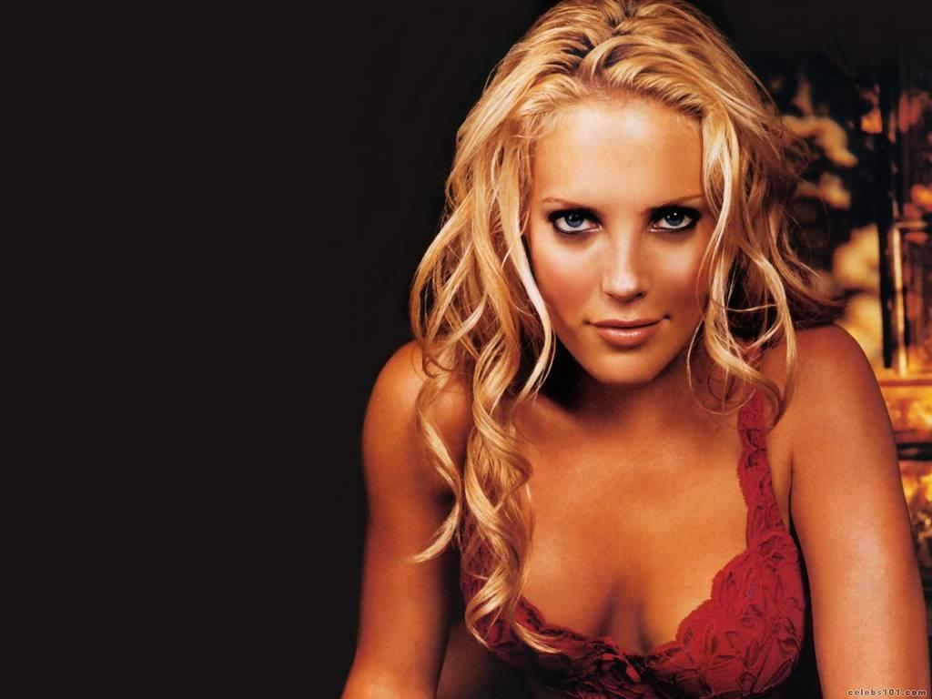 Mercedes McNab Wallpaper