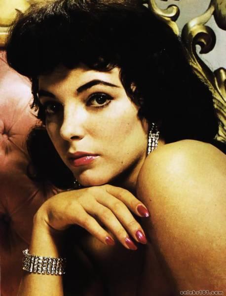 http://www.celebs101.com/gallery/Joan_Collins/54688/joan_collins_photo_115.jpg